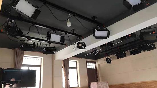 珂玛影视灯光解说演播室灯光系统常见的安装方式