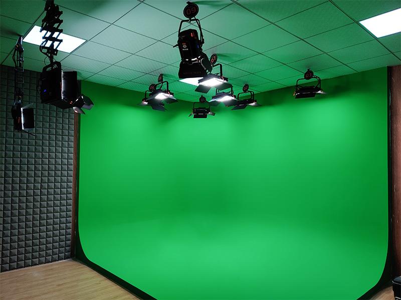 低预算的校园演播室怎么做?这里有答案