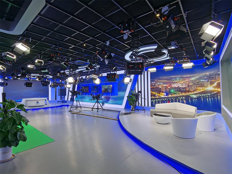 临沂河东区电视台虚拟+实景新闻演播室灯光工程