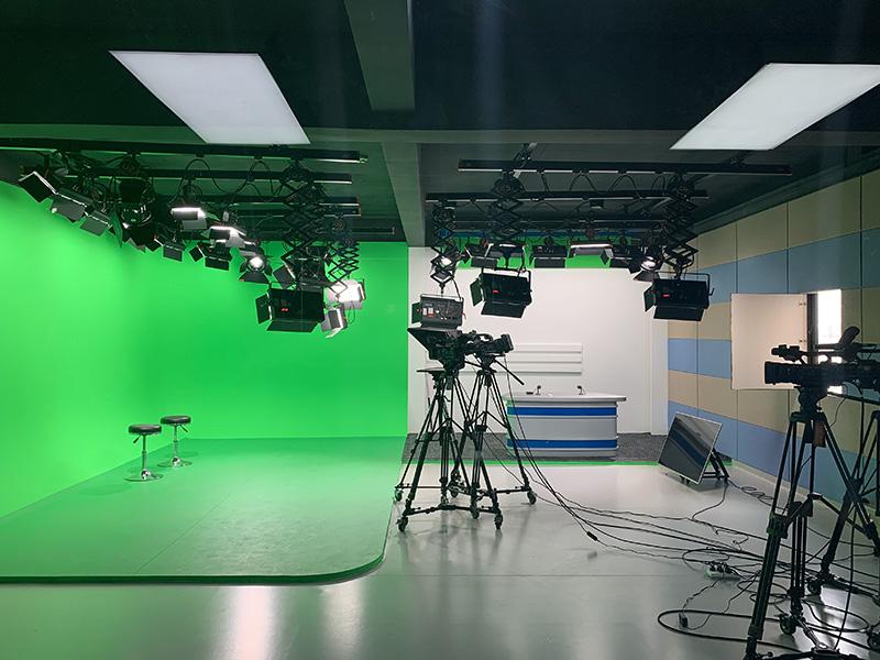 长江大学综合演播室灯光工程