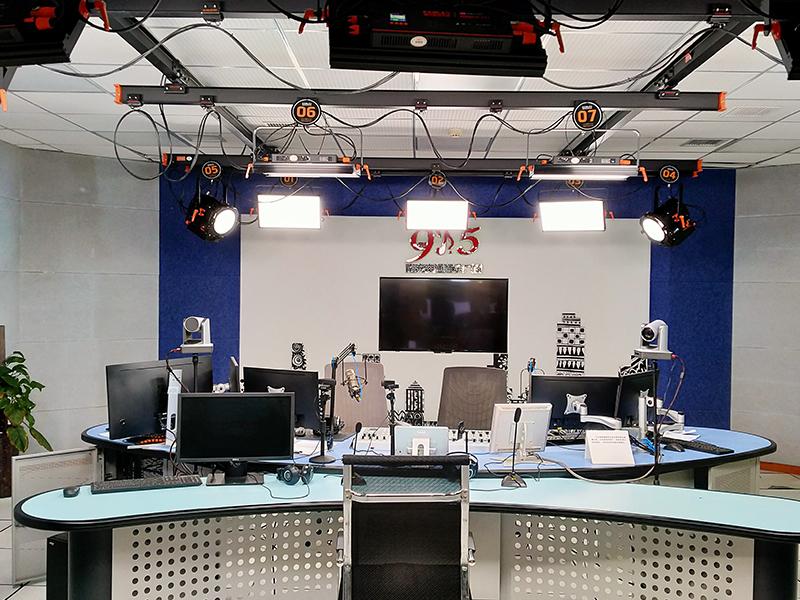 南充广播电视台灯光安装项目