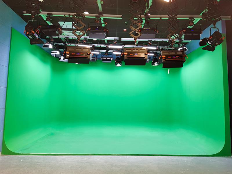 北京三十五中校园演播室灯光改造工程