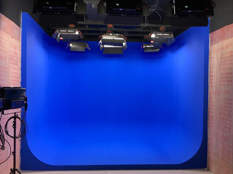 西师附小校园虚拟演播室灯光安装与蓝箱制作工程
