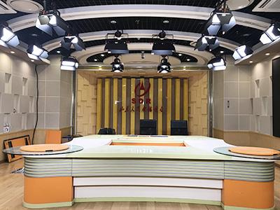 山东人民广播电视台广播可视化演播室灯光,让电视台焕发光彩!